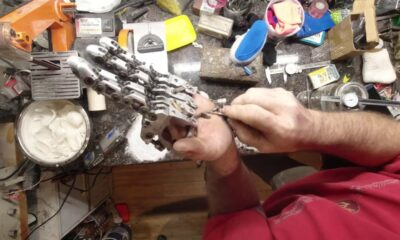 Guy with one hand builds mechanical prosthetic hand for himself