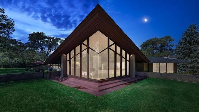 Midcentury Modern Designed by Protege of Frank Lloyd Wright Brings Big Buzz