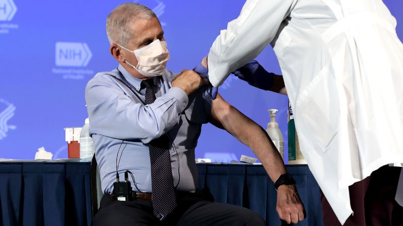 Fauci, US Lawmakers Get Early Access to COVID-19 Vaccines
