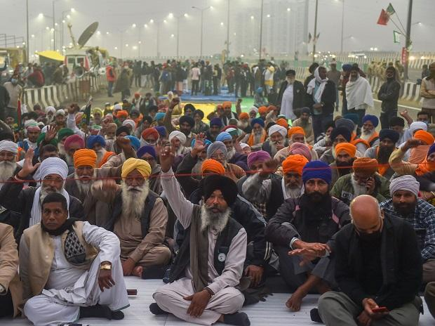 Centre writes to protesting farmers, invites them for talks again