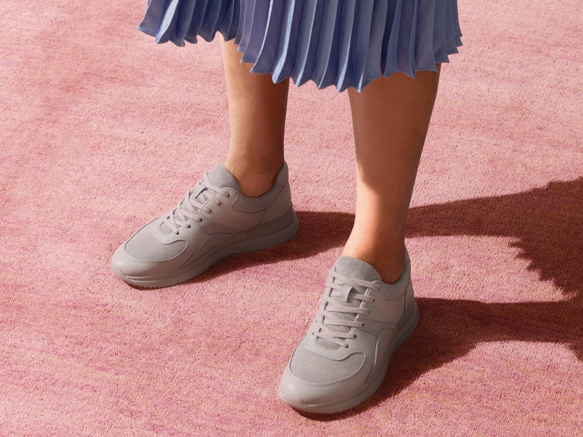 Everlane's big 'Goodbye 2020' sale includes its ultra-comfy knit ballet flats, cashmere sweaters, and sneakers