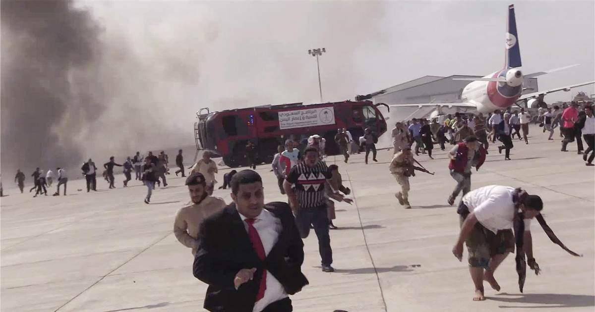 Explosions hit Aden airport as new Yemeni government arrives