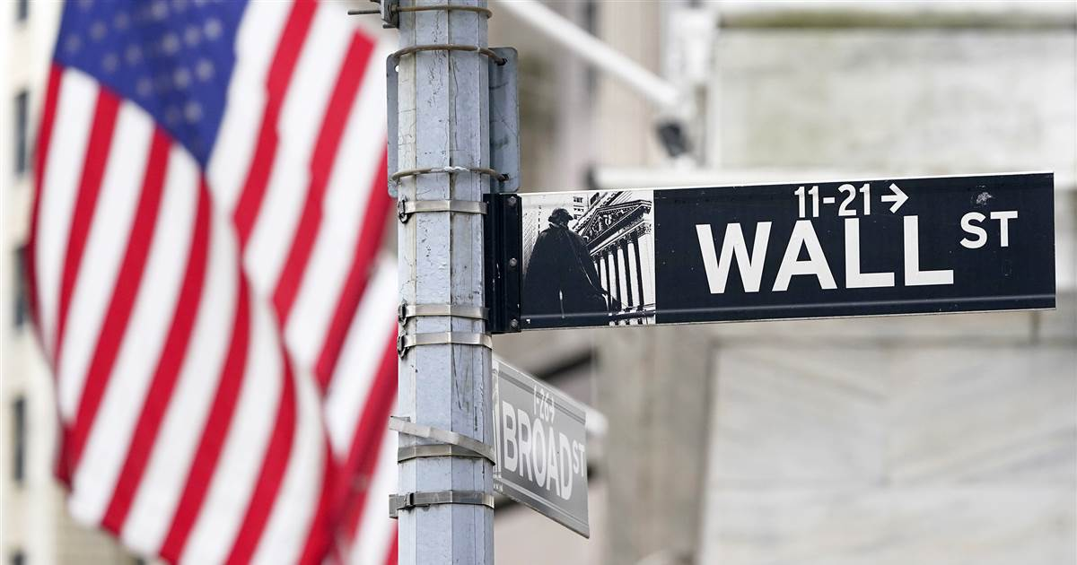 Redditors' declaration of war on hedge funds might be ugly, but it won't break the system, pros say