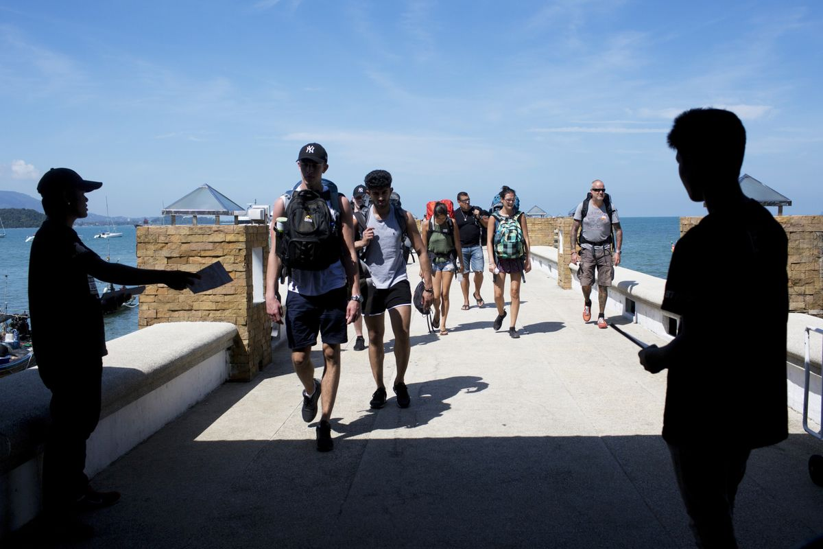 Thai Resort Island Plans to Open to Vaccinated Tourists in Oct.