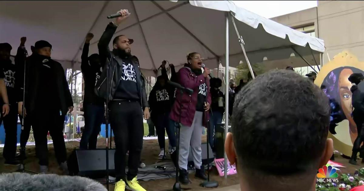 Hundreds gather in Louisville to mark one year since Breonna Taylor's murder