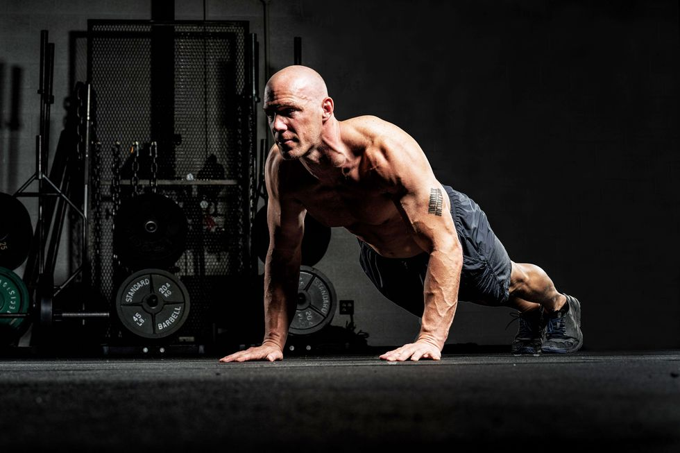 This EMOM Workout Pushes You to Rack Up Reps in Just 12 Minutes
