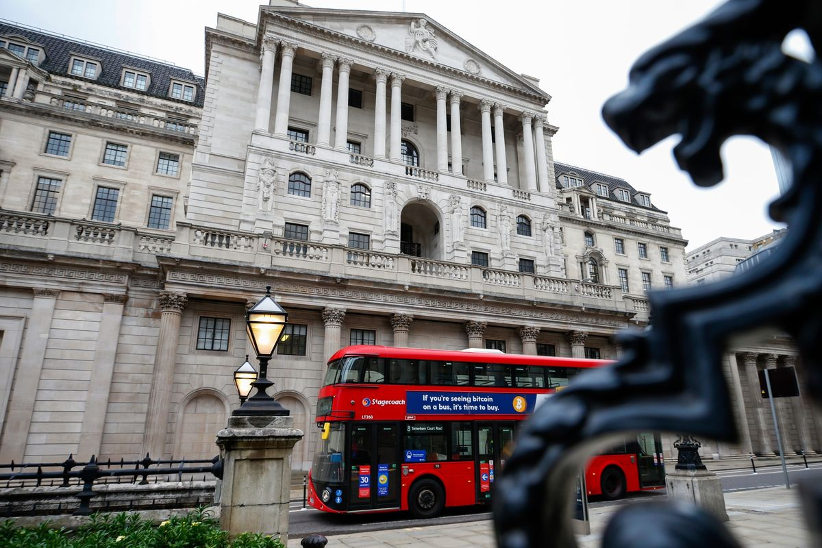BOE Maintains Rate, Leaves Unchanged Its Pace of Stimulus for U.K.