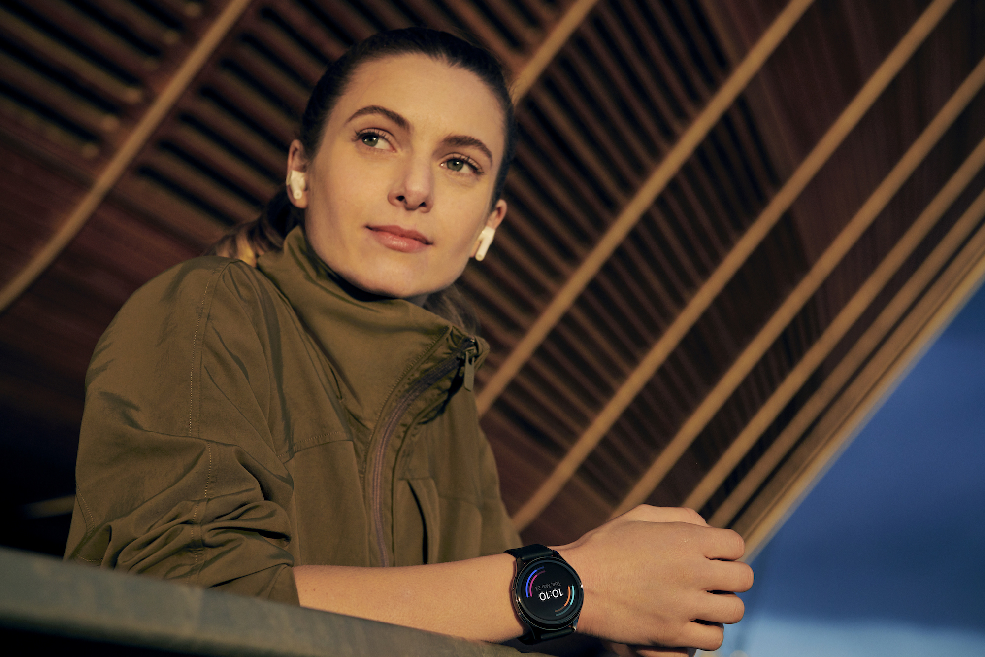 OnePlus' first smartwatch promises a two-week battery and speedy charging