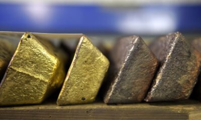 Gold Steadies Near Three-Month High Ahead of Fed Minutes Release
